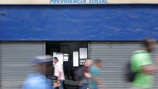 Salário mínimo nacional fica em R$ 998; previsão era de R$ 1.006